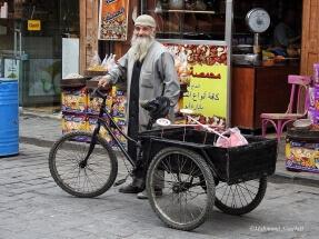 A full of hope smile. Old Damascus by Mahmoud Nouelati: fb/mahmoud.nouelati1