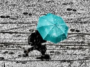 Blue umbrella in snow by Lars Oldach / Germany: larsoldach.wordpress.com