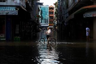 Flood in saigon by Nhân Ngô: fb//100017651460007