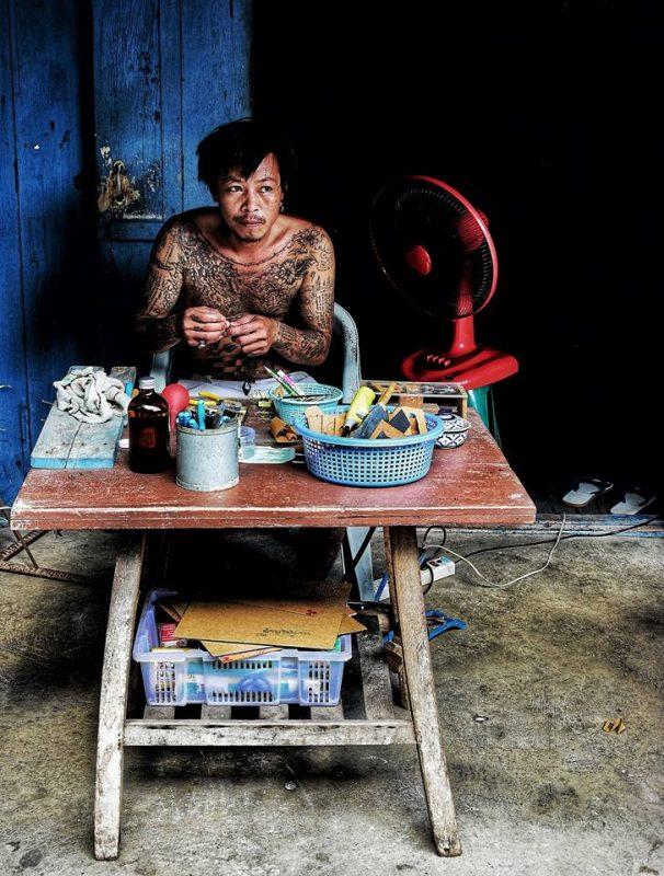 Inside people Lampang by Dino Morri