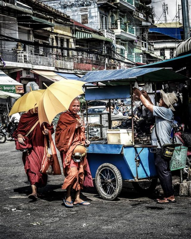 Inside people Phnom Penh by Dino Morri