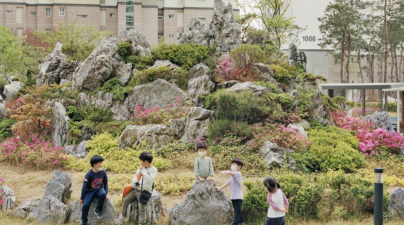 Jingyeong Sansu – Mountains with spiritual energy by Seunggu Kim