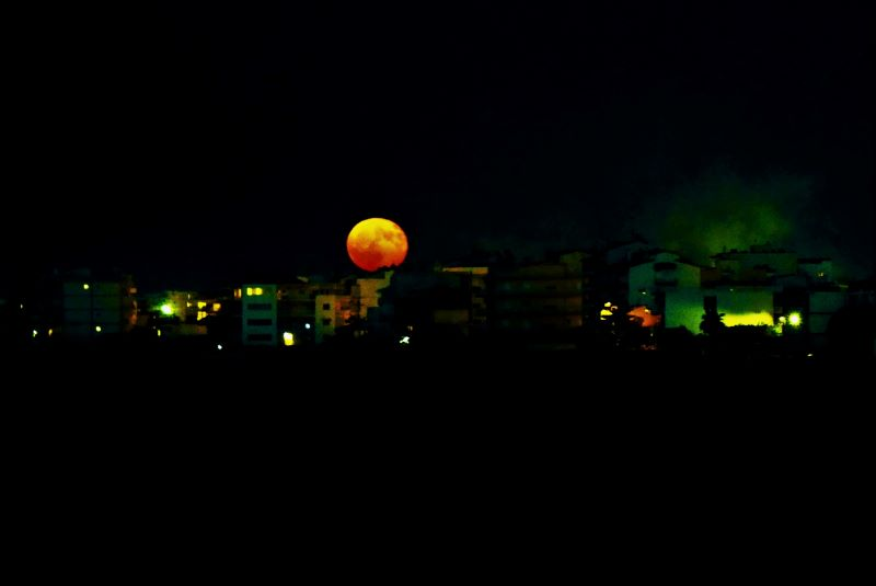Lia Mageira: Full Moon over the City