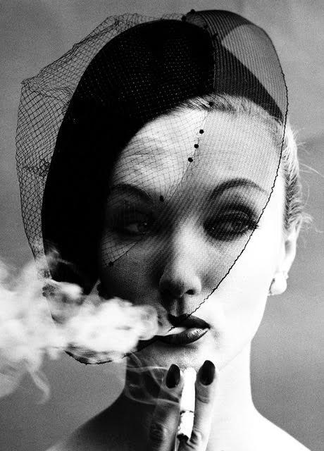 Smoke + Veil, Paris 1958 (Vogue) © William Klein