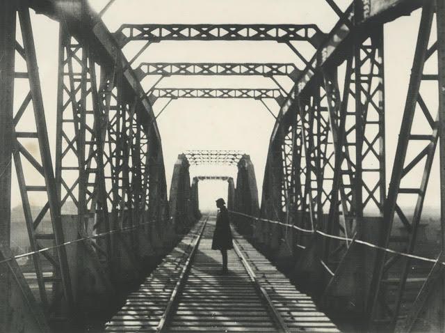 Alexander Rodchenko Bridge Original photography / Gelatin silver print / 23.7 x 17.8 cm / 1933 / © Estate of Alexander Rodchenko