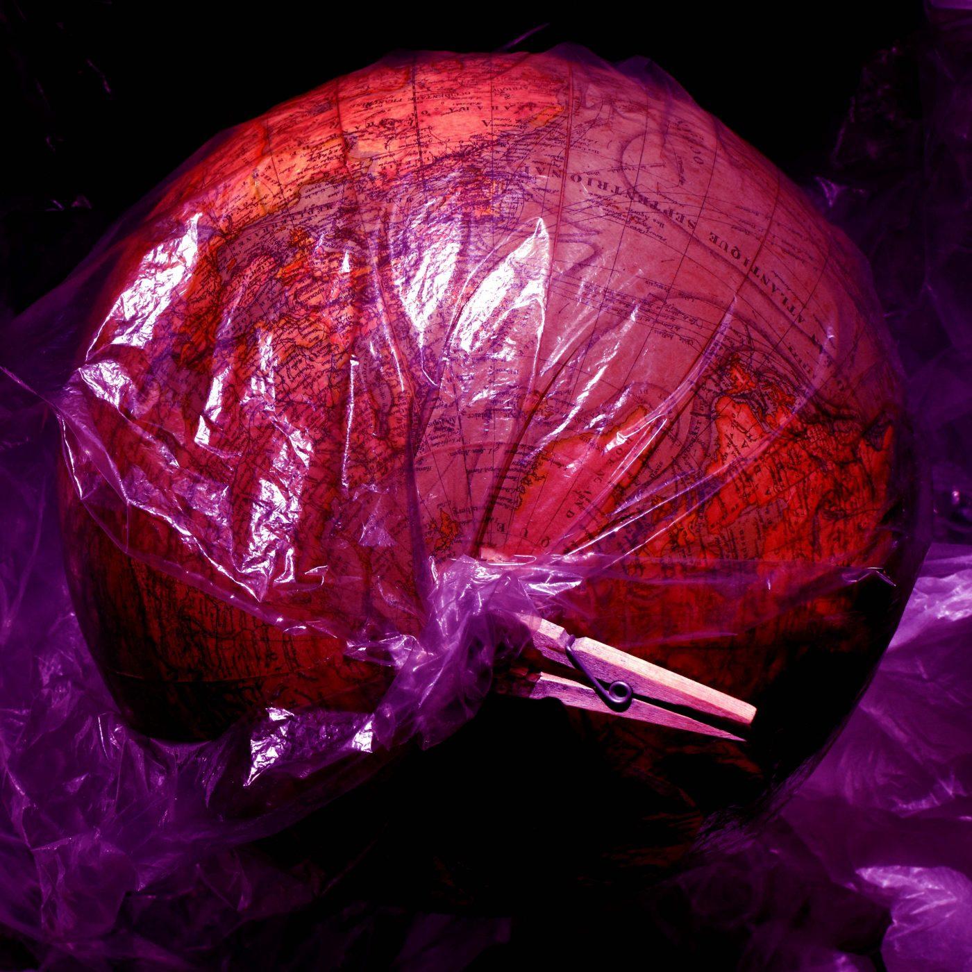 The-plastik-world-n°1-by-Laura-Malaterra-b5707dd1420120fc6b72124ca4157b24