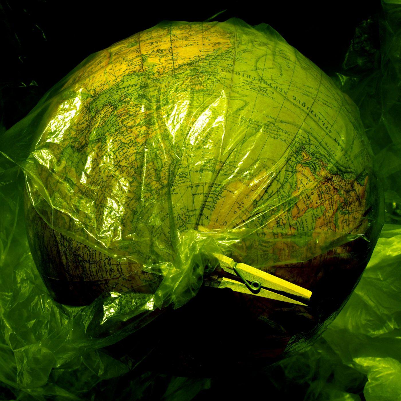 The-plastik-world-n°7-by-Laura-Malaterra-1e04de6fb0ff44c36f66df372a99efcc